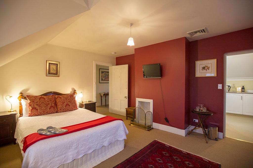 Upstairs Queen room at the Racecourse Inn, Longford, Tasmania